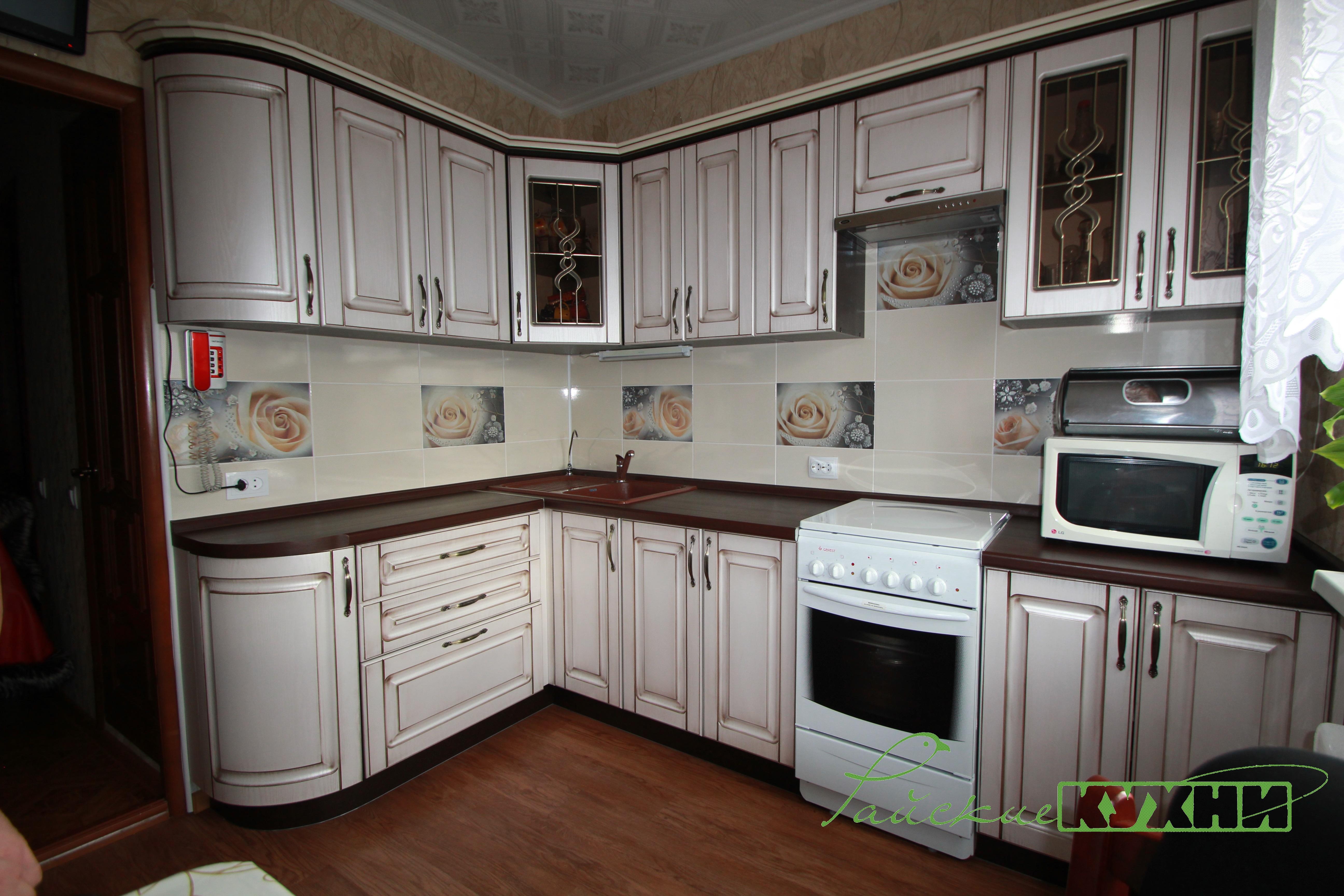 Кухня с фасадами МДФ патиной